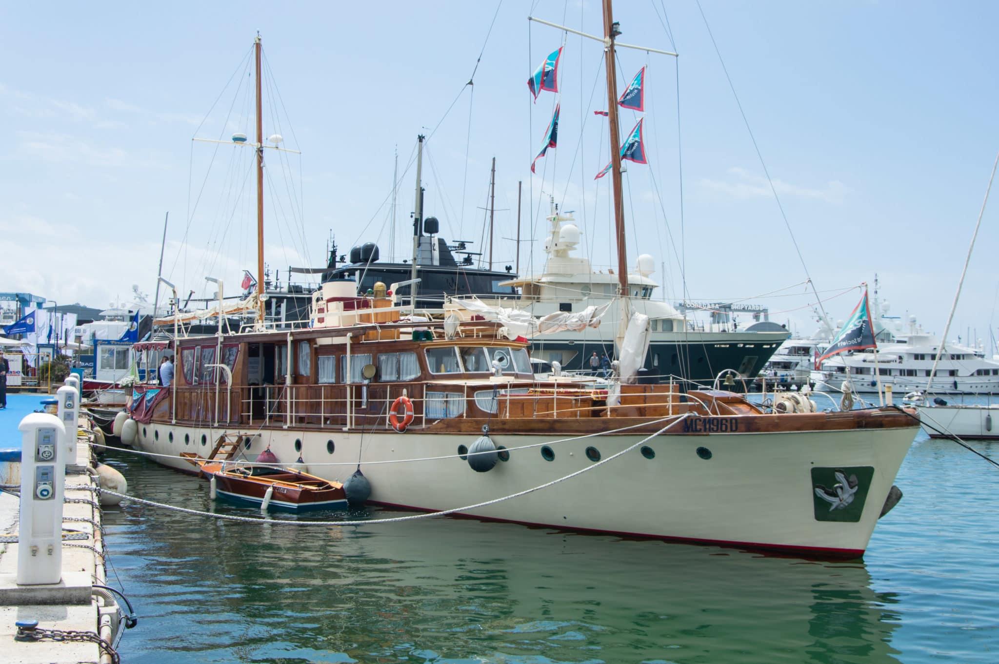 Riva wooden boat versilia yacht rendez vous