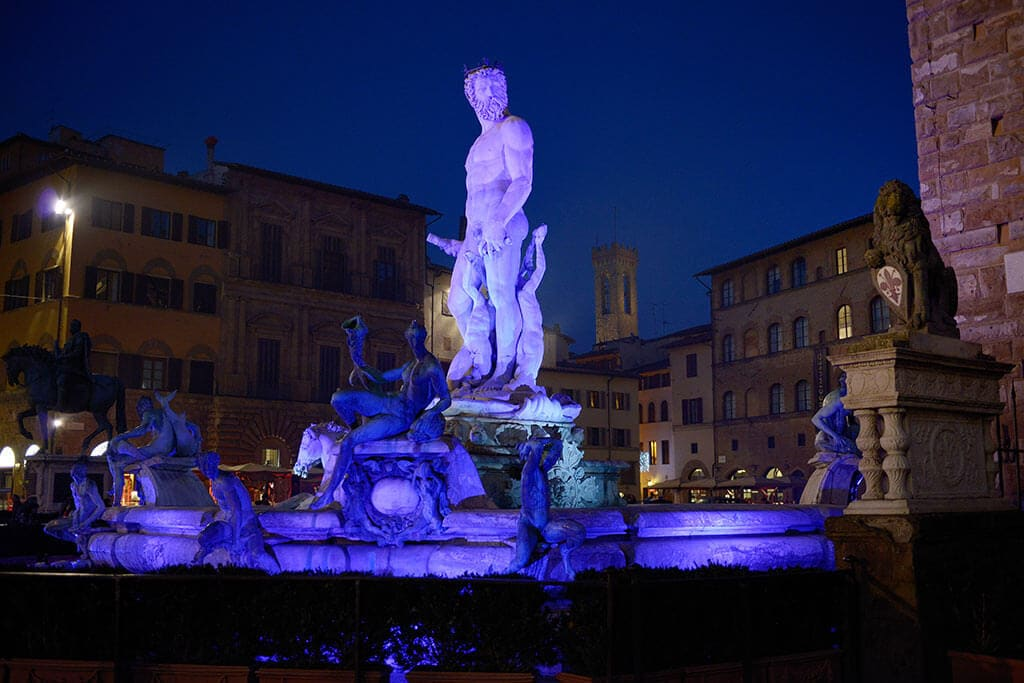 light festival Florence FOUNTAIN OF NEPTUN IN BLUE MY TRAVEL IN TUSCANY