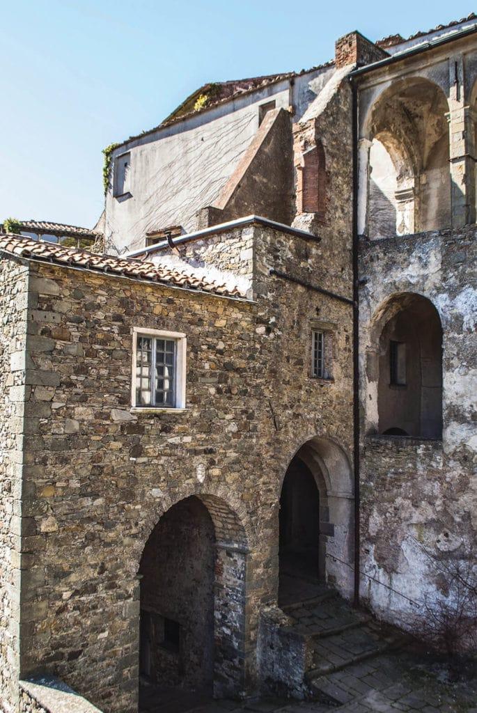 Cannon Courtyard Fosdinovo castle
