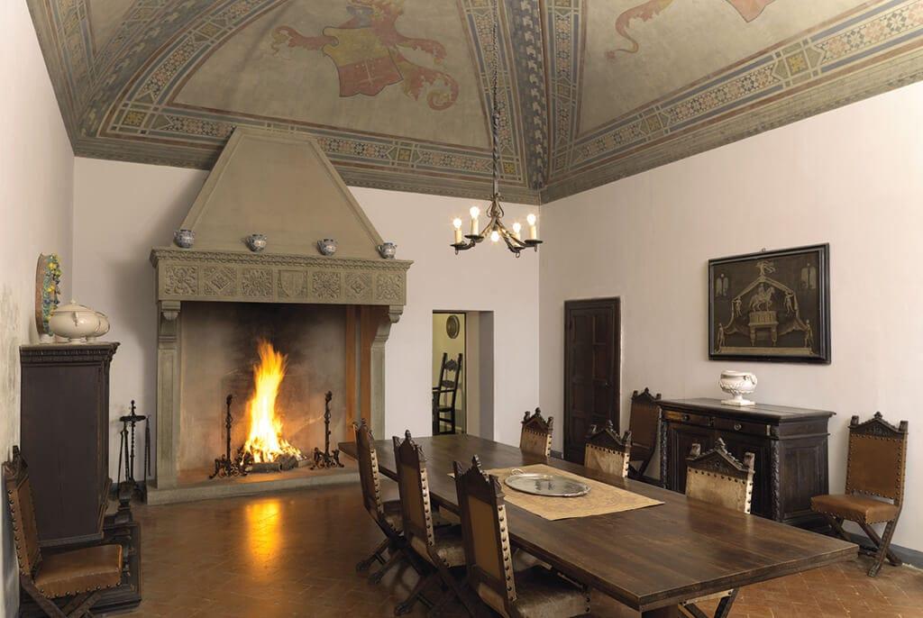 dining room fosdinovo castle