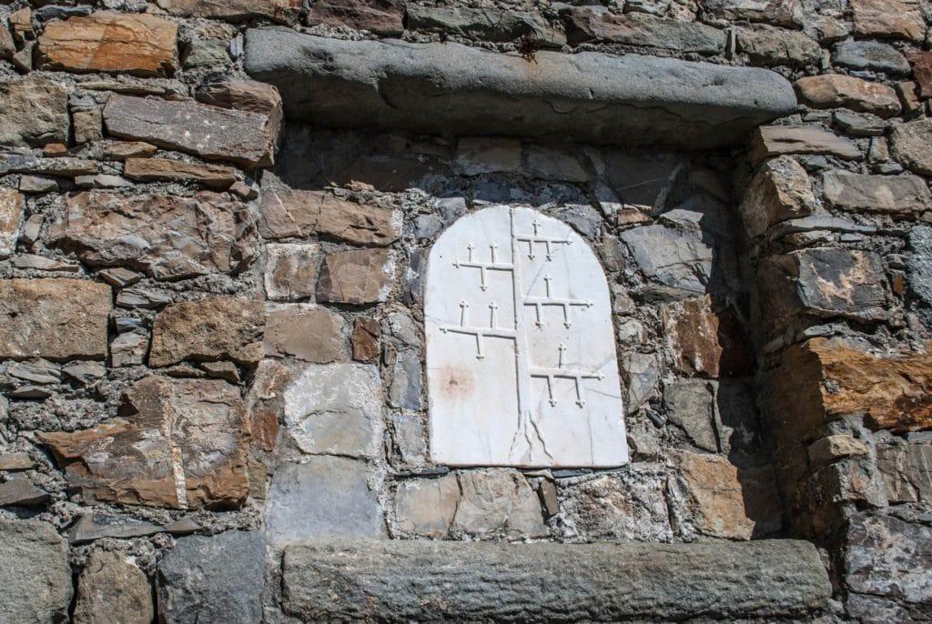 spino fiorito coat of arms Fosdinovo castle