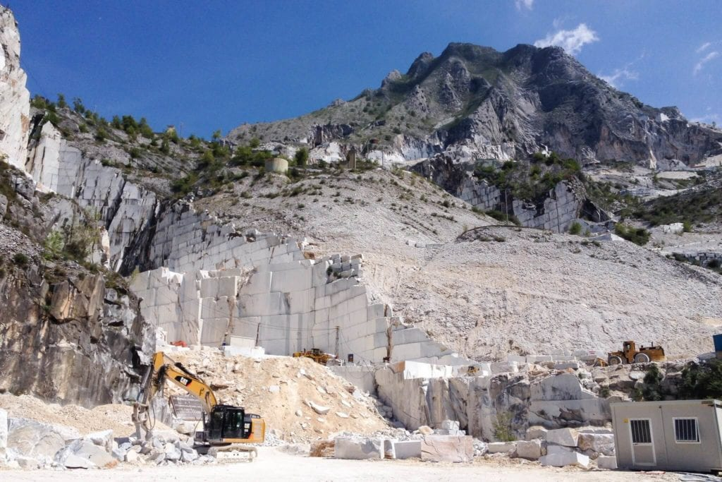 view marble quarries of Carrara