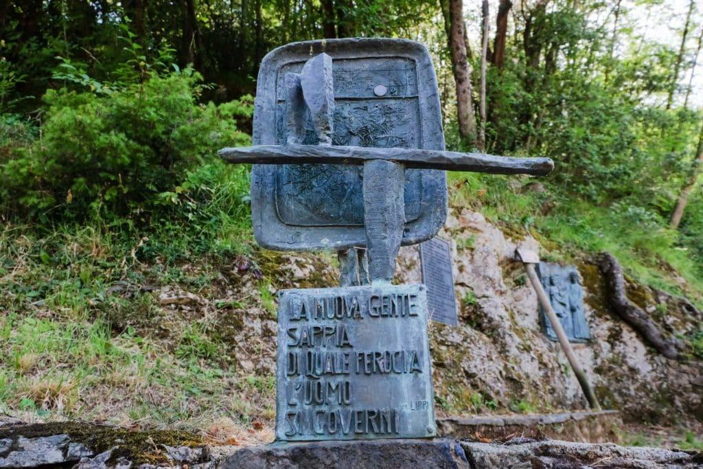 Via Crucis sculpture Sant'Anna di Stazzema