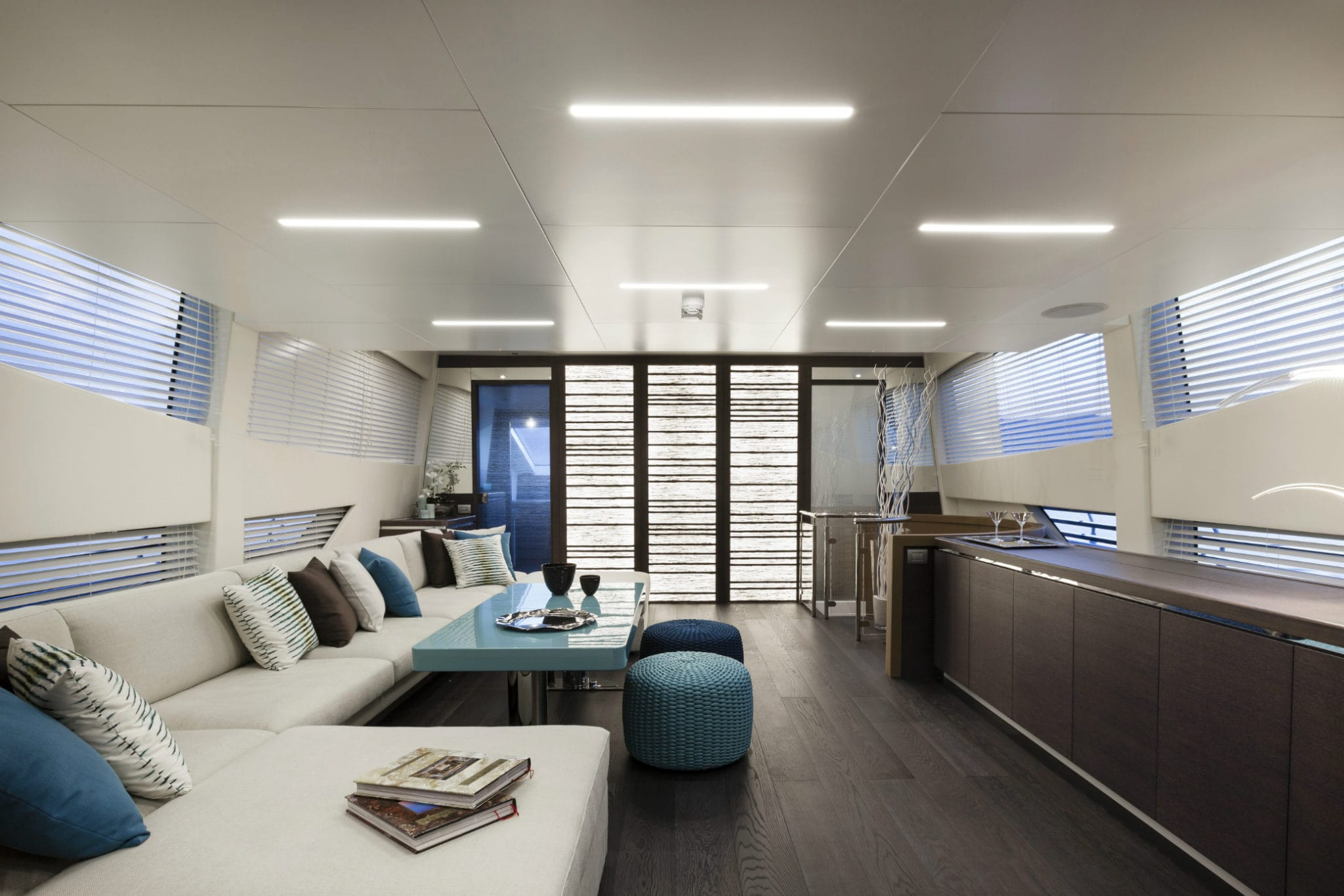 Flyingsport 102 CCN yacht main saloon versilia yachting rendez vous