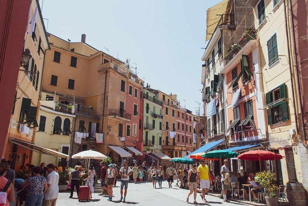 From Florence to Cinque Terre, Tourists in Vernazza