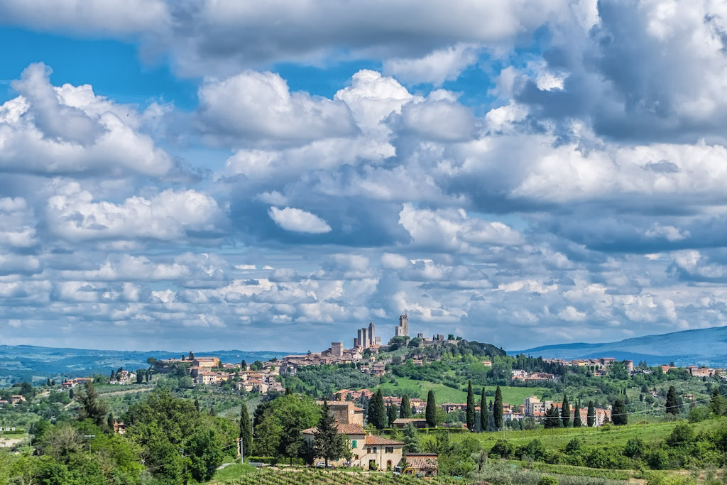 View of San Gimignano, cover blog post How to get from Florence to San Gimignano