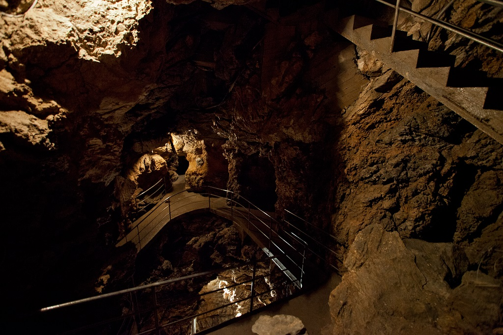Inside Apuan Alps, caves of wind,