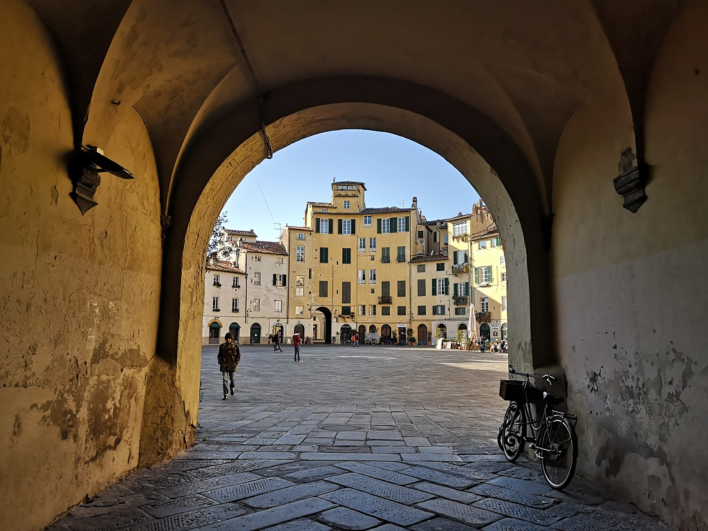 Under the arch to enter in the Piazza Anfiteatro in Lucca Italy
